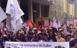 Dia Internacional da Mulher reúne 5 mil na Avenida Paulista